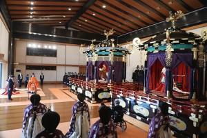「即位礼正殿の儀」で高御座からお言葉を述べられる天皇陛下=22日午後1時17分、皇居・宮殿「松の間」