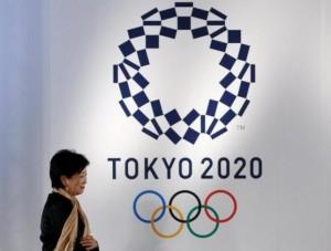 9月30日、2020年東京五輪・パラリンピックが、新たな障害にぶつかっている。選手村と国立競技場をつなぐ道路の建設予定地にある世界一の魚市場の移転計画を、新都知事が延期したのだ。写真は都内で21日撮影(2016年 ロイター/ Toru Hanai )